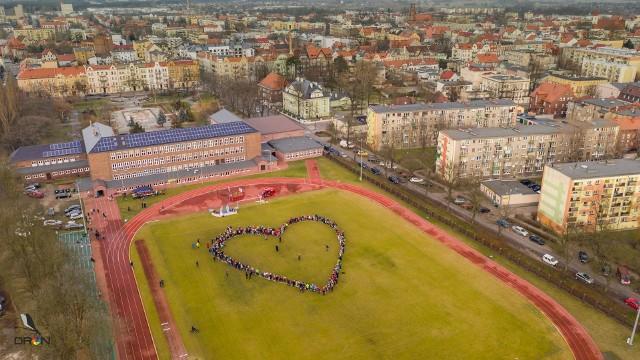 Zobaczcie jak wyglądało wielkie serce nowosolan utworzone z okazji Wielkiej Orkiestry Świątecznej Pomocy. Autorem zdjęć jest Jarosław Werwicki. >>> ZOBACZ GALERIĘZobacz również: Wielka Orkiestra Świątecznej Pomocy | FINAŁ | 2020:źródło: TVN24