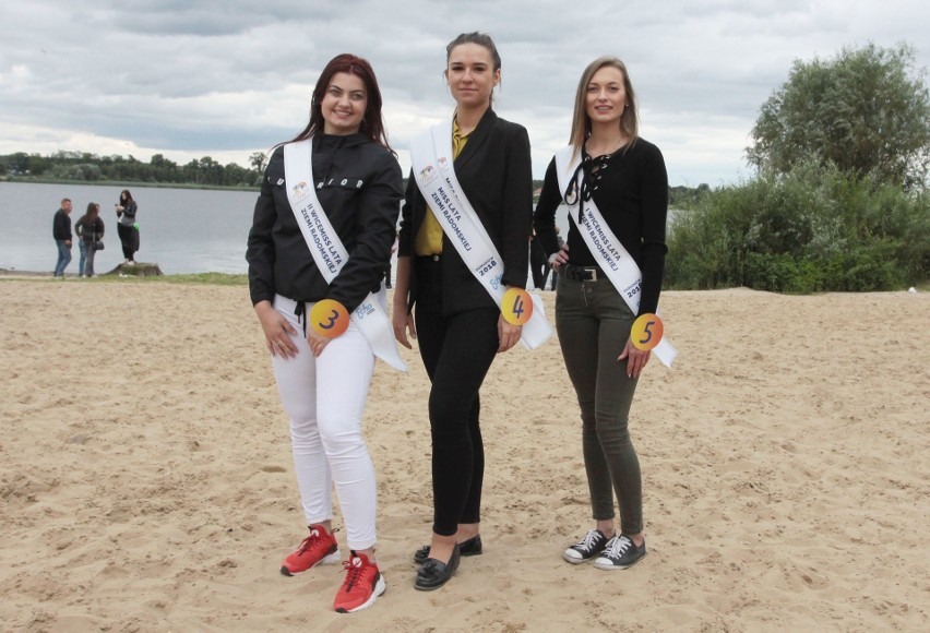 W niedzielę nad zalewem w Domaniowie wybraliśmy najpiękniejszą dziewczynę lata w Radomskiem. Została nią Olga Kozieł (w środku). Z prawej I Wicemiss Dominika Wach, a z lewej - II Wicemiss Klaudia Kornafel.