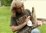 Zamiast psa, ma w domu... aligatora (wideo)