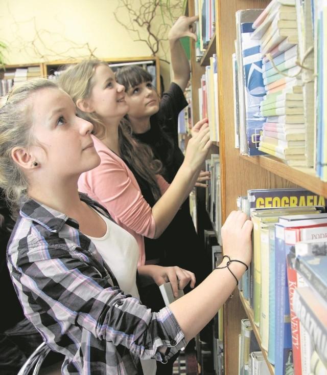 Szkolnym bibliotekom najbardziej brakuje nowości wydawniczych, a te przede wszystkim interesują uczniów.