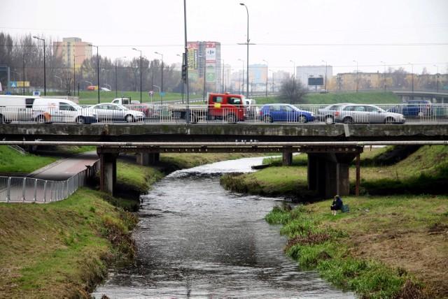Od piątku ciężarówki będą musiały omijać mosty na ul. Mełgiewskiej. I tak może być przez kilka lat.
