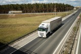 Kierowcy ciężarówek jednymi z najbardziej poszukiwanych pracowników na rynku. Płaca to 18 tys. zł miesięcznie, jednak chętnych do pracy brak