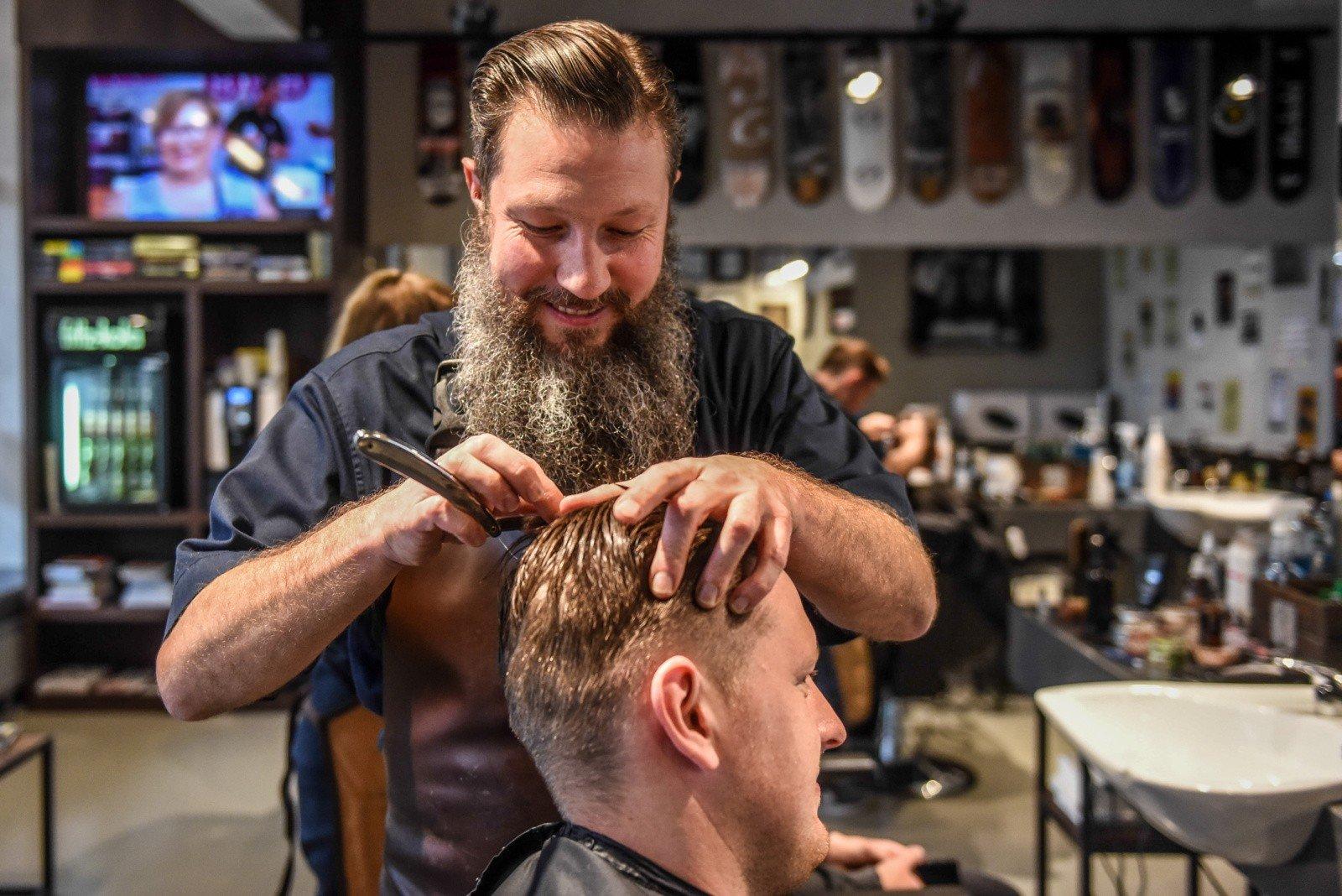 Poznań Chce Kształcić Barberów Fryzjer Męski Barber W Zespole