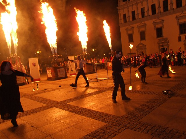 Festiwal Balonowy 2018 w Chełmnie to połączenie pokazów Ogień&Muzyka&Światło. Głównymi bohaterami poakzu były kolorowe balony oraz niesamowita grupa JumpFire Fireshow z pokazem ognia.Program 300 plus - jak otrzymać wsparcie finansowe?