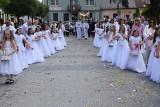 Uroczystość Bożego Ciała w parafii Małogoszcz. Były tłumy wiernych. Procesję poprowadził arcybiskup Henryk Jagodziński (ZDJĘCIA)