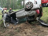 Dachowanie na trasie Złocieniec-Osiek Drawski. Samochód wpadł w poślizg [ZDJĘCIA]