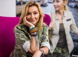 """Martyna Wojciechowska: Plastik nie taki zły. Butelki plastikowe lepsze od szklanych? Fani krytykują: """"To co pani reklamuje jest straszne"""""""