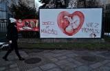 Wojna plakatowa w Krakowie. Nagły zwrot w sprawie charakterystycznej grafiki  [ZDJĘCIA]