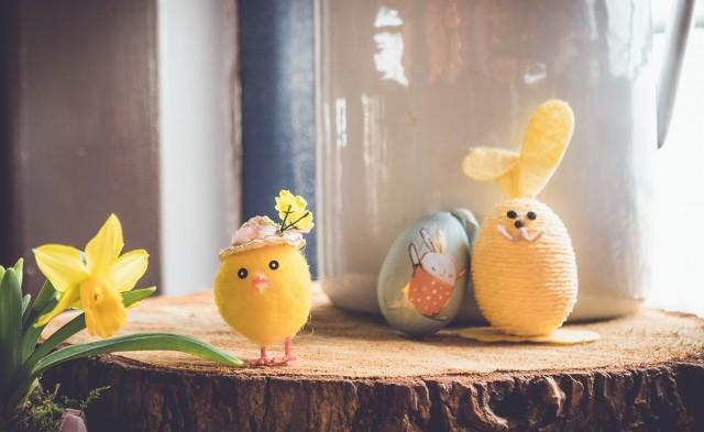 Kurczaczek wielkanocny symbolizuje radość.