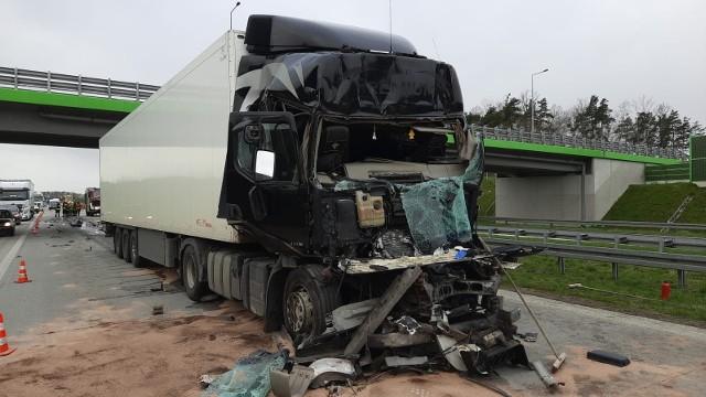 Wypadek na A1 - piątek 23 kwietnia 2021 - zderzenie dwóch samochodów zablokowało ruch na kilka godzin.