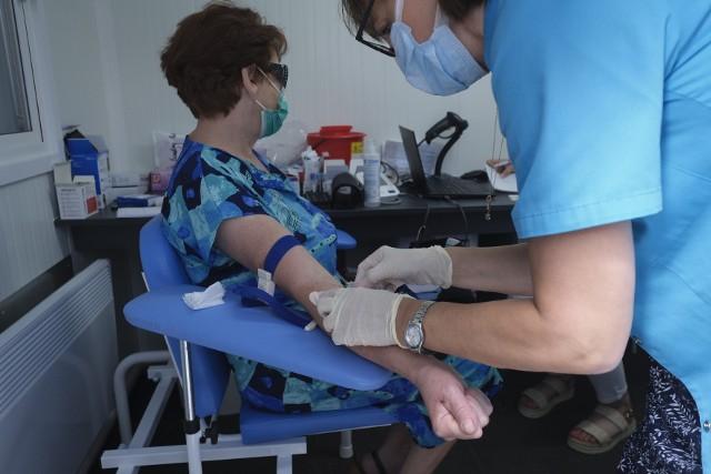 Piknik wielkopolskiego NFZ jest okazją do wykonania bezpłatnych badań i uzyskania informacji na temat profilaktyki zdrowotnej.Kolejne zdjęcie --->