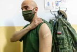 Żołnierze Wojsk Obrony Terytorialnej szczepią się przeciwko COVID-19. Zobacz, jak wyglądały szczepienia w Knyszynie (ZDJĘCIA)