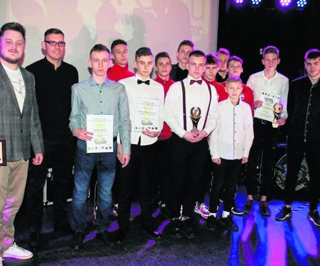 Ekipa piłkarska Lęborskiego Klubu Sportowego Pogoń miała powody do zadowolenia i radości, bo doceniono jej wyczyny