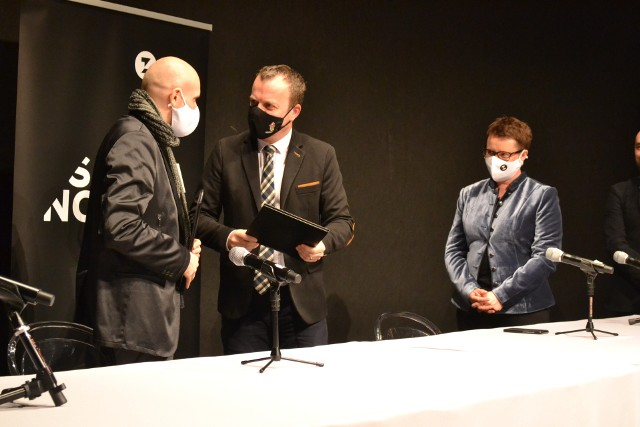 Teatr Zagłębia w Sosnowcu zostanie nareszcie rozbudowany. Pierwsze pomysły przedstawiono na konferencji prasowej. Zobacz kolejne zdjęcia. Przesuń zdjęcia w prawo - wciśnij strzałkę lub przycisk NASTĘPNE