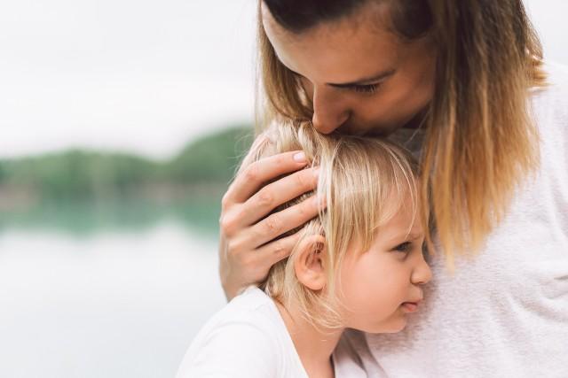 W jaki sposób zadbać o bezpieczeństwo dziecka? Nie każdy rodzic pamięta o tych zasadach. Przypomnij je sobie, zanim dojdzie do nieszczęścia!