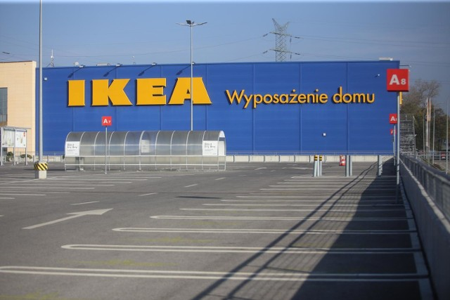 IKEA, podobnie jak inne sklepy meblowe, na razie pozostanie zamknięta do 29 listopada. Ponowne otwarcie miałoby nastąpić z początkiem grudnia 2020.