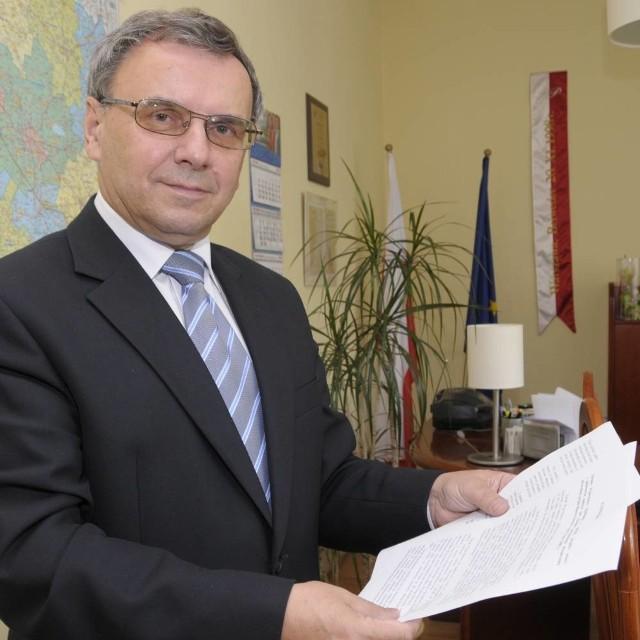 - Absolutnie nie zgadzamy się na to, żeby pieniądze na leczenie mieszkańców Opolszczyzny były dzielone w Katowicach - mówi marszałek Sebesta.