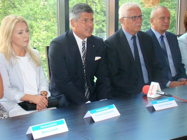 Od lewej kandydaci do Sejmu Karolina Tyszkiewicz, Paweł Pudłowski, szef partii Wadim Tyszkiewicz i Waldemar Taborski