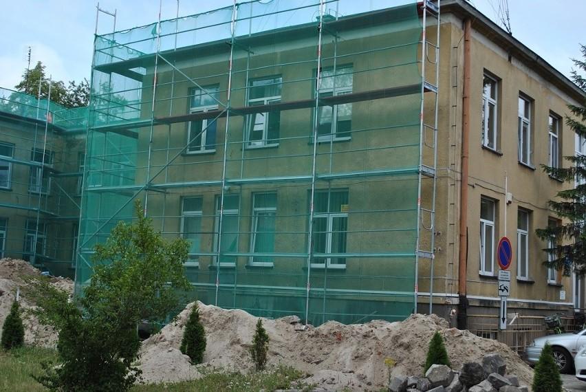 Zakład Opieki Zdrowotnej w Białobrzegach jest remontowany od kilku tygodni. Budynek będzie między innymi ocieplony.