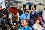 Marsz Godności Osób Niepełnosprawnych przeszedł ulicami Białegostoku. Maszerowało ponad tysiąc osób [ZDJĘCIA, WIDEO]