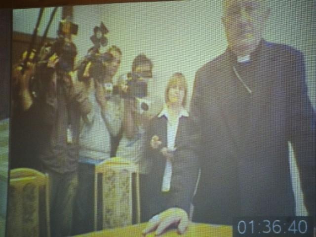 Kardynał Nycz i arcybiskup Gołębiewski zeznawali podczas wideokonferencji.