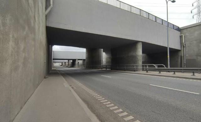 Od połowy kwietnia 2021 r. przy wjeździe do Tunelu pod Martwą Wisłą od strony ulicy Marynarki Polskiej trwają prace remontowe. To naprawy gwarancyjne na trzypoziomowym rondzie. Od 11.05.2021 r. trwa drugi etap prac, które dają się we znaki mieszkańcom