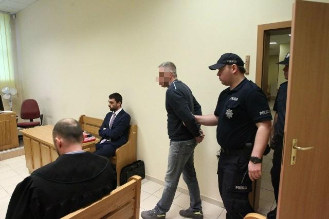 Sąd nie uwierzył, że poręczenie o wizytach na policji skutecznie powstrzymają Tomasza S. od próby ucieczki