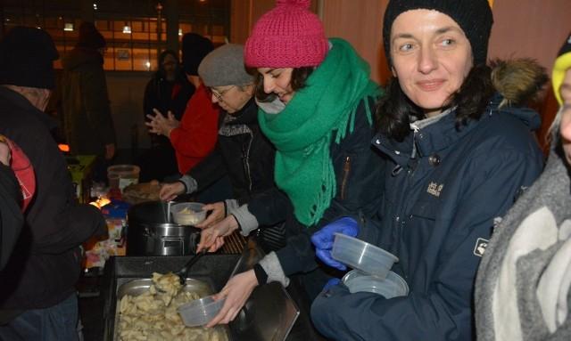 Organizowano zbiórkę na śpiwory i buty, które mają ogrzać najbardziej potrzebujących uczestników Zupy Wolności.