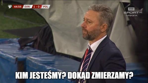 Polacy przegrali w Słowenii 0:2 i pozostawili po sobie bardzo złe wrażenie. Pierwsza porażka w eliminacjach to jednocześnie pożywka dla autorów memów, którzy tym razem nieźle dopiekli naszym kadrowiczom. Zobaczcie MEMY po meczu Słowenia - Polska.