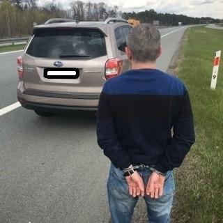Mężczyzna został zatrzymany na drodze krajowej nr 2. Był poszukiwany, jechał kradzionym subaru.