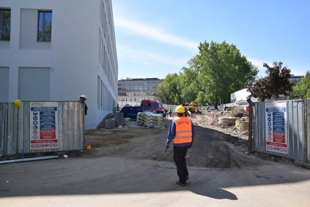 Budowa Centrum Zdrowia Matki i Dziecka ma się zakończyć do 30 października 2020 roku