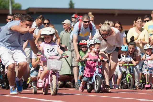 W tym roku na wyścigi zapraszamy dzieci z czterech miast naszego regionu: Bytowa, Ustki, Słupska i Miastka