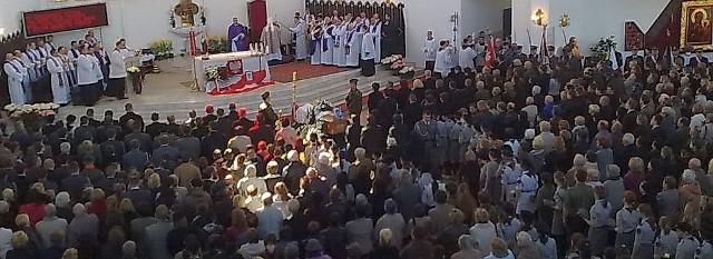 Kościół św. Maksymiliana w Białymstoku jest wypełniony po brzegi