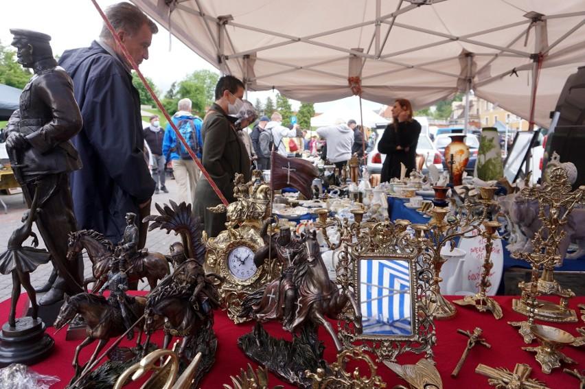 Targ staroci wrócił do Lublina. Takie perełki można było kupić. Koniecznie zobaczcie zdjęcia tych niezwykłych przedmiotów!