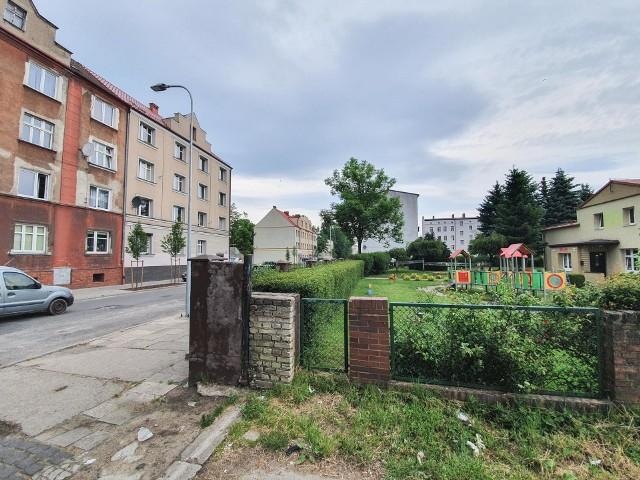 Kierowcy jeżdżą coraz szybciej po ulicy Niemcewicza. Niestety, tu mieszka także sporo dzieci, które chodzą do szkoły i przedszkola.