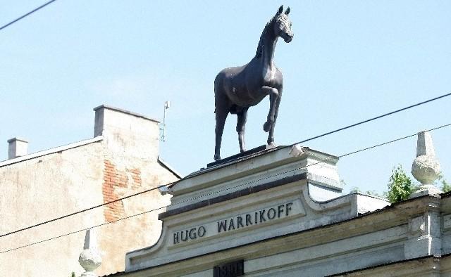 Koń wróci na swoje miejsce, ale na razie trwają konsultacje, jak go ratować.