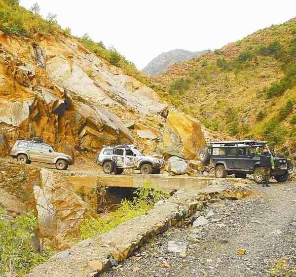 Na samochodową wyprawę do Albanii mogą sobie pozwolić tylko posiadacze samochodów z napędem na cztery koła.