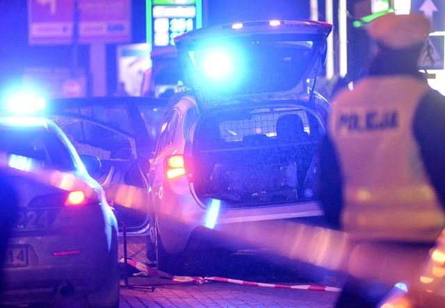 Dwoje policjantów z Komisariatu w Piątku (powiat łęczycki) zatrzymano 9 kwietnia do dyspozycji prokuratury w związku ze śmiercią 30-latka, którego zwłoki odnaleziono w Wielką Sobotę w lesie koło Piątku.CZYTAJ WIĘCEJ >>>>...