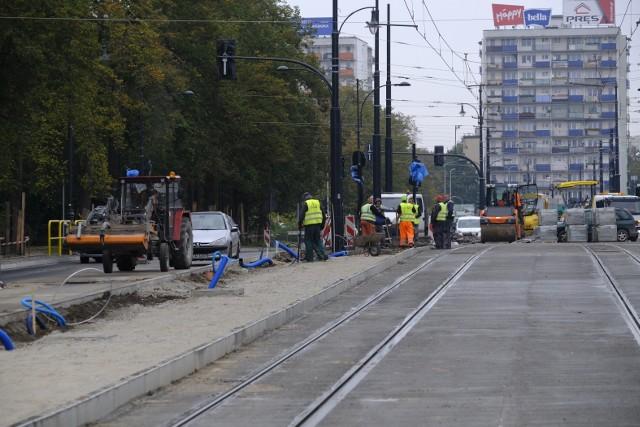 Od poniedziałku 26 października 2020 r. zmieni się organizacja ruchu w rejonie pl. Niepodległości