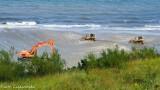 Poszerzona plaża w Jastrzębiej Górze. Rury na piasku, spychacze w Bałtyku. Tak wyglądała wakacyjna refulacja i... nowa atrakcja | ZDJĘCIA