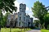 Pałac w Drwalewicach uznawany jest przez niektórych za najpiękniejszy w powiecie nowosolskim. Może wygrałby też z odległymi zabytkami