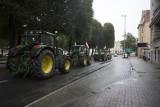 Nielegalne traktory na ulicach. Protest rolników na policji