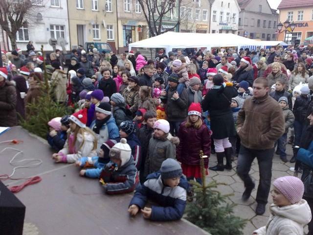 Mieszkańcy Darłowa licznie przybyli na Mikołajki zorganizowane przez wolontariuszy.