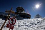 Wciąż mocno wieje. Dach obserwatorium na Śnieżce zagrożony, szlaki nadal zamknięte