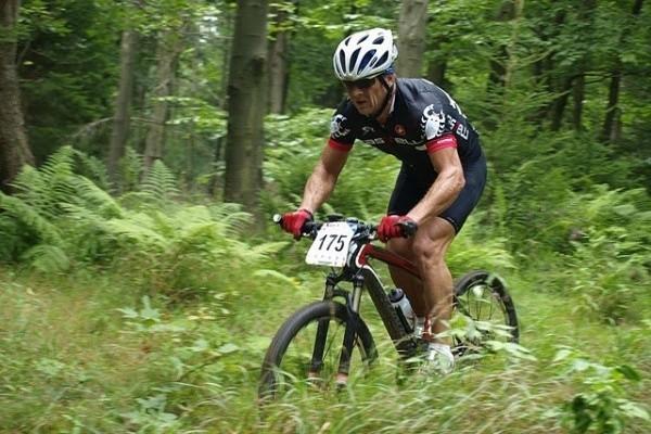 Marek Kubala nie zamierza zrujnować reszty życia. Wsiadł na rower, ostro trenuje. Postanowił wjechać na Śnieżkę.