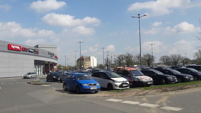 Zakupowe szaleństwo we Wrocławiu. Tłumy w centrach handlowych (ZDJĘCIA)