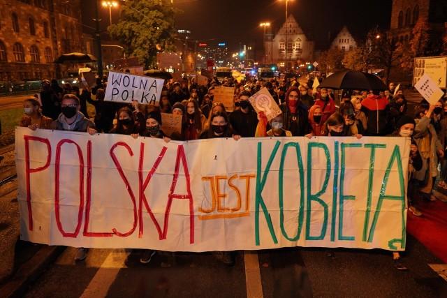 W poniedziałek w centrum Poznania odbył się kolejny protest przeciwników zakazu aborcji. Tym razem protestujących było mniej niż w ostatnich dniach. Zobacz zdjęcia------->