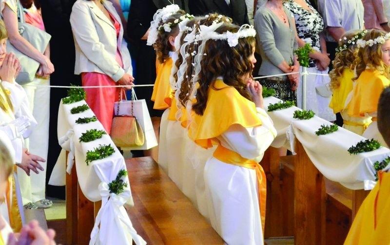 """W niektórych kościołach dekoracje kosztują """"co łaska"""". W..."""