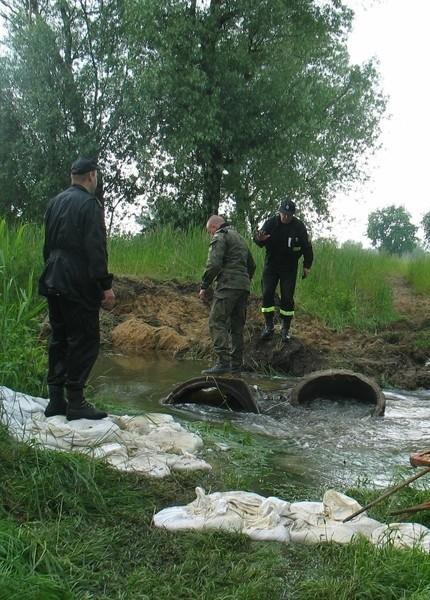 Na terenie gminy wiejskiej Głogów, w rejonie Wilkowa, Serbów starych, Kluczy i Serbów potworzyły się rozlewiska z podsiąków i woda z nich nie chce schodzić