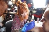 ZIELONA GÓRA. Za nami pierwszy konwent tattoo w Winnych Grodzie. Robiąc tatuaż można było pomóc bezdomnym zwierzakom [ZDJĘCIA]